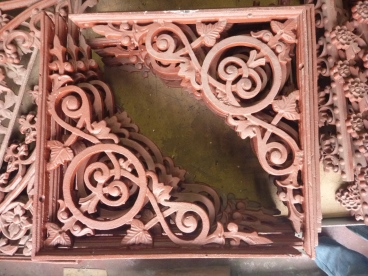 Original cast iron Victorian brackets / corners x 15. Flat edge length 392mm