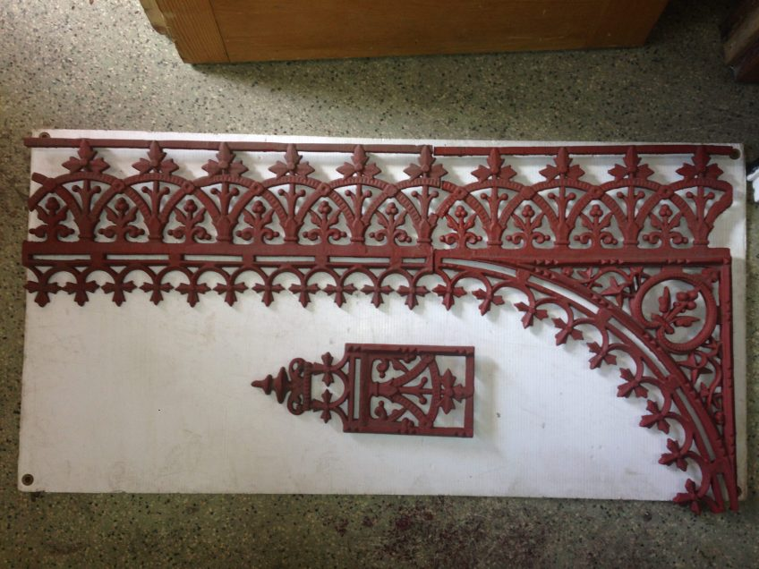 Verandah lacework set - corners, valance and drop, 8 x corners (490mm wide), approx. 7 metres of valance.