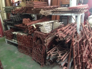 Sets and individual pieces of balustrade and fence panels