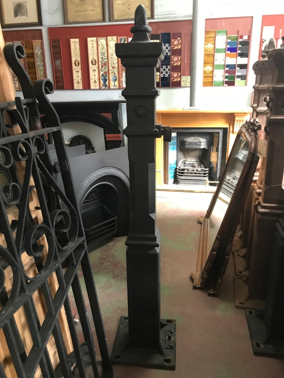 Reproduction cast iron posts for driveway gate, set 1