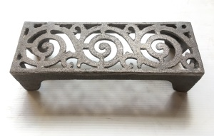Vent 16, single brick cast iron wall vent with scroll pattern w 225 x h 76 x d 60mm
