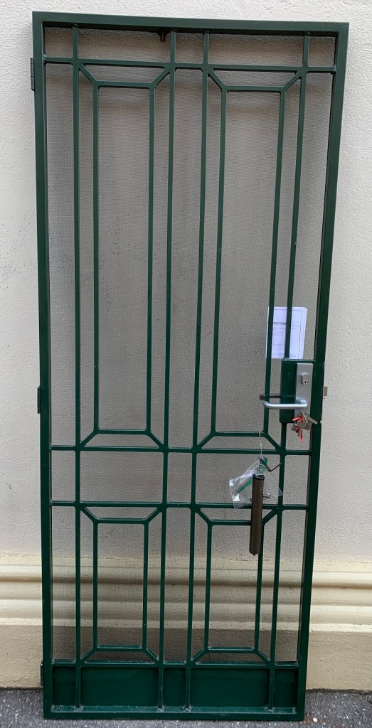 vintage salvaged 1800s 1900 1910 1920 1930 1940 1950 recycled demolition reproduction, restoration, renovation secondhand, used , original,old,reclaimed,heritage,antique, victorian,art nouveau edwardian, georgian,art decoAluminium screen door with closing mechanism and keyed lock , 810 mm wide x 2032 mm tall , 545