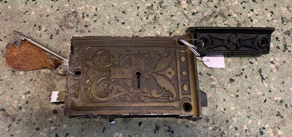 vintage salvaged 1800s 1900 1910 1920 1930 1940 1950 recycled demolition reproduction, restoration, renovation secondhand, used , original,old,reclaimed,heritage,antique, victorian,art nouveau edwardian, georgian,art decoCast iron front door internal lock with keeper nd key , $ 145